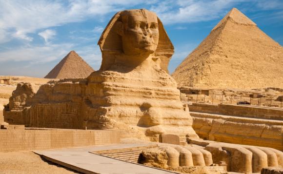 エジプトのピラミッドとスフィンクスの迫力をお届けの画像イメージ