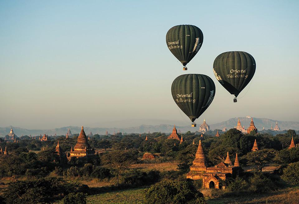 熱気球でバガンの空中散歩